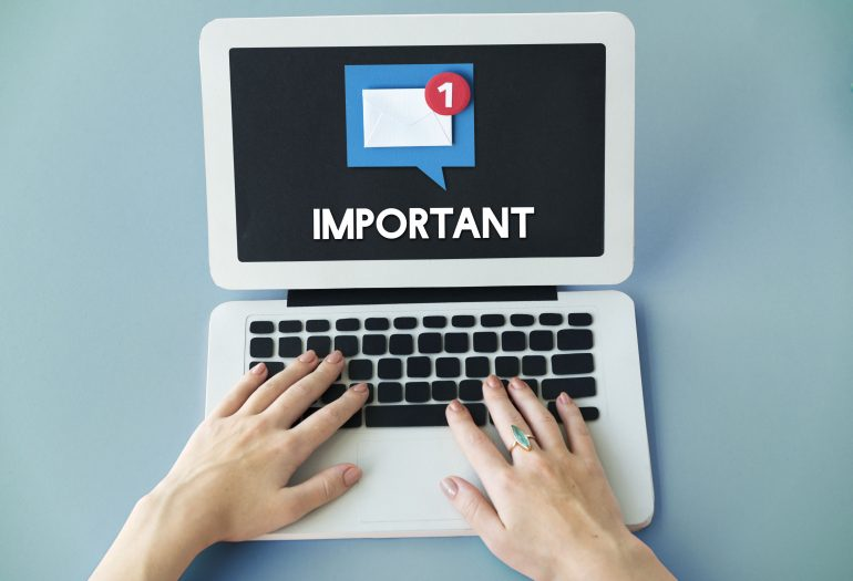 66874746 - email alert popup reminder concept