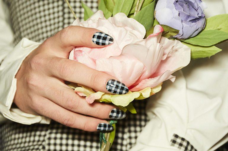nails-web